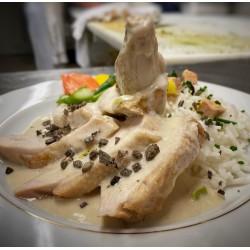 Le suprême de volaille fermière en ½ deuil, riz basmati au foie gras