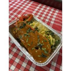 La ½ langouste gratinée au parmesan, taglierinis à l'ail et sauce tomate au basilic frais