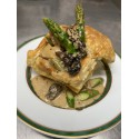 Le feuilleté de ris de veau Français aux morilles et asperges vertes